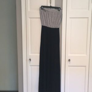 en creme black & white maxi dress. NWOT